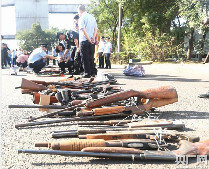 山西全省10个现场同时行动 警方集中销毁一批依法收缴枪支和管制刀具_整治