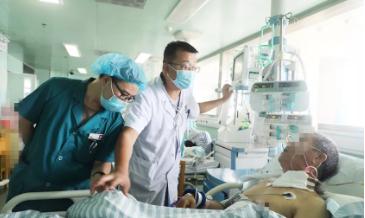 卢氏县首例胸腔镜下食管癌根治术成功实施
