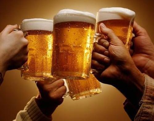 长期喝啤酒的人,身体会有哪些变化?看后答案让人感到意外
