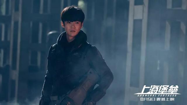 《上海堡垒》扑街!鹿晗军人发型遭吐槽,他偶像包袱一直很重?