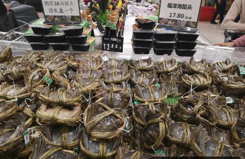 """超市的大闸蟹,""""捆绑卖""""是不新鲜?员工小声说,都是""""小心机"""""""