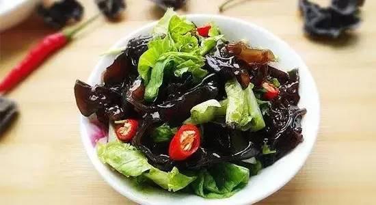 夏天常吃的凉拌菜,竟让杭州男子肝、肾衰竭,小便都解不出...