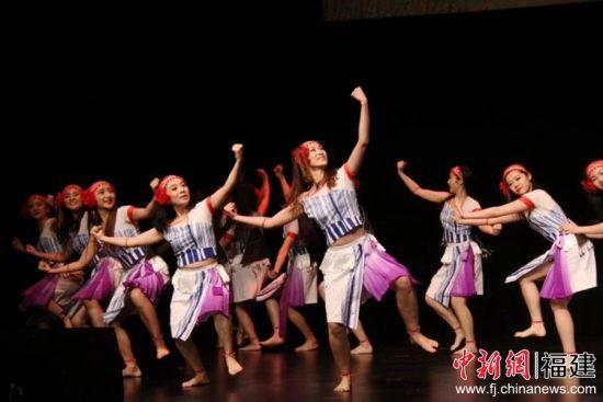 <b>300名海峡两岸暨港澳青少年舞者同庆澳门回归20周年</b>