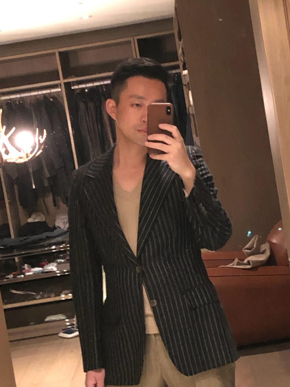 <b>大s不在家,汪小菲独自在家晒自拍,板寸发型超抢镜</b>