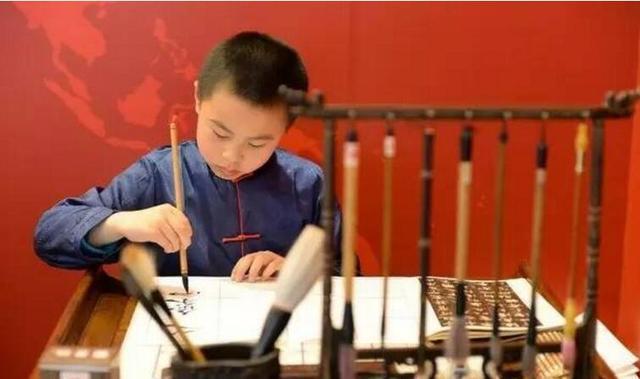 中国教育部:全国中小学自今秋起必修电脑编程、书法,并强化科学课