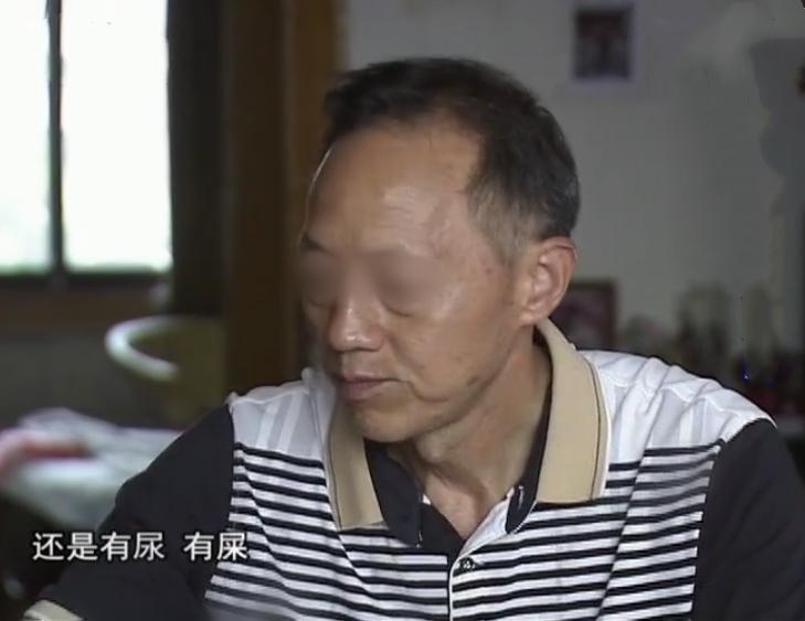 90岁痴呆老人被养子锁小屋,怕排泄光腿套塑料袋,1月没出门