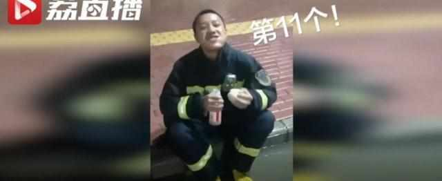 """""""吃11个包子""""的消防员找到了!走红后的他删朋友圈更让人心疼"""