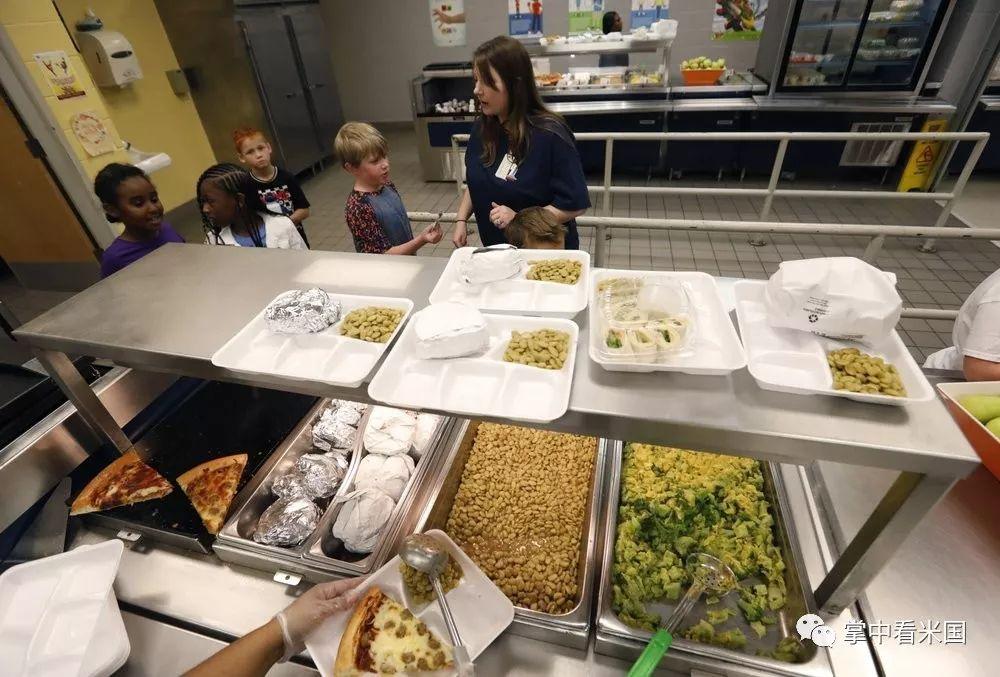 全美公校餐厅菜单发生变化,是因为。。。。