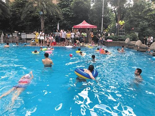 小区游泳池为何发生溺水事故?安全设施良莠不齐