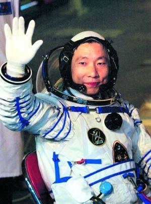 为什么杨利伟进入太空要带枪?苏联的教训不能忘,关键时刻能救命
