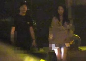 李云迪深夜接美女却被曝当街小便,网友:没素质,行为可耻