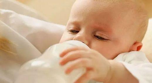 宝宝如何正确喝水, 给孩子喝水要注意3件事_什么时间段给孩子喝水是正