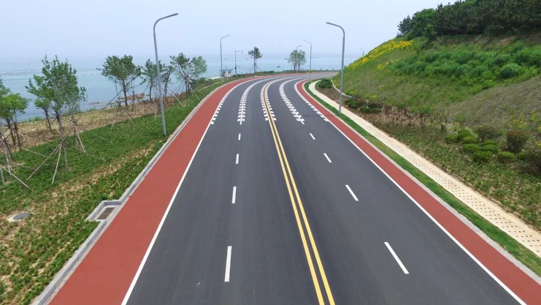半岛环海路工程,东起青鱼滩村西,西至哈理两湾城,全长7800米.