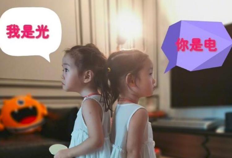 杨威的双胞胎 杨威晒2岁双胞胎女儿的萌照,身高差成亮点