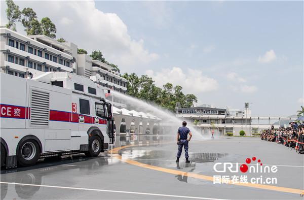 """香港警方首次展示特别用途车——""""水炮车"""""""