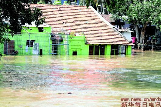 <b>印度多地持续暴雨致死人数升至132人</b>