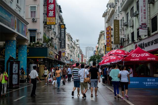 """厦门气温超41℃,成海上""""火炉""""城市,游客难耐热浪逼人"""