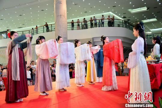 <b>2019海峡两岸乞巧文化节厦门启幕</b>