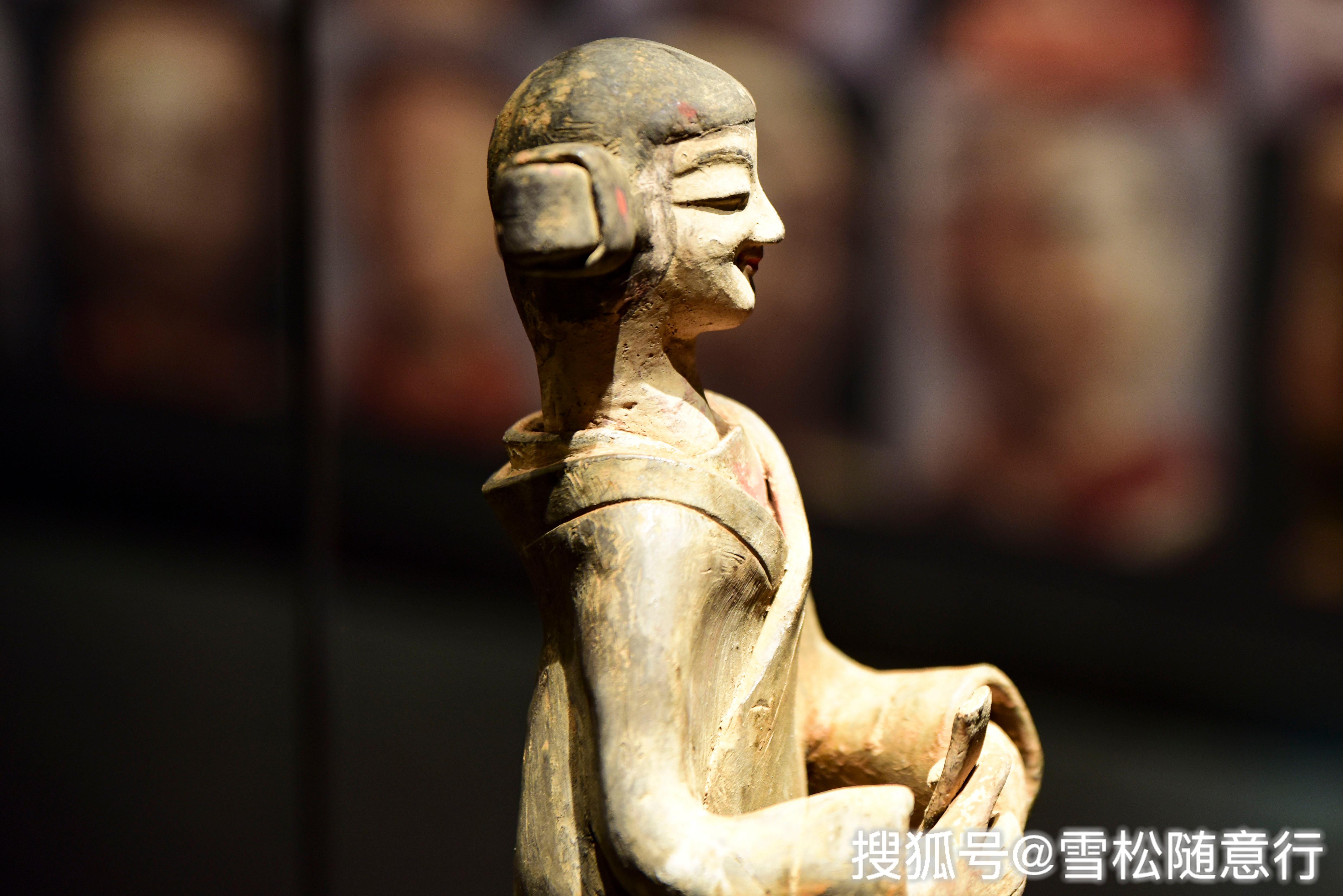 徐州博物馆内现千年灿烂微笑女陶佣,比蒙娜丽莎的微笑早几百年