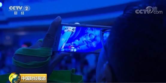 上海东方明珠上演穹顶投影秀,好嗨哟!