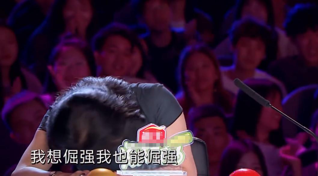 杨幂做导师主动向男选手献抱,被拒绝后表情尴尬,沈腾反应很精彩