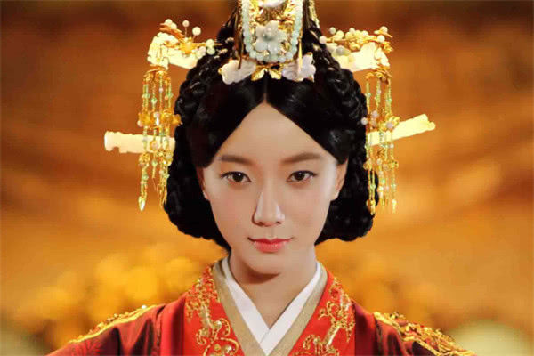 古装剧中的4个 皇后造型 ,陈乔恩端庄,她却备受质疑