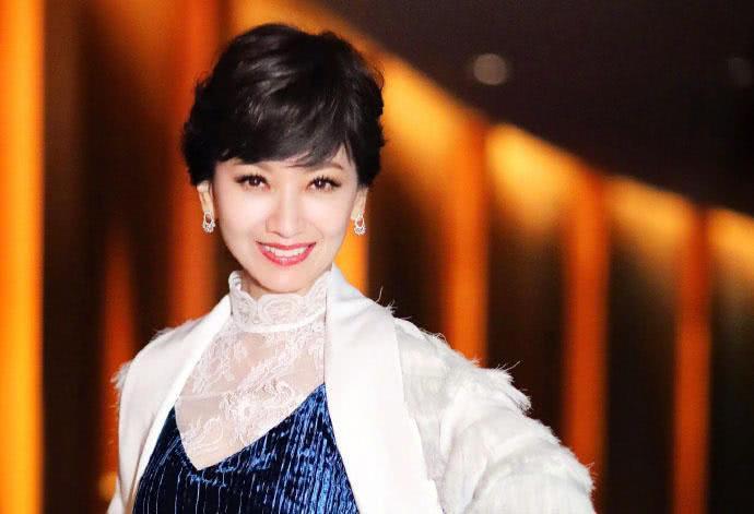 曾与赵雅芝齐名, 与谢贤结婚相恋16年, 现67岁让众人羡慕!