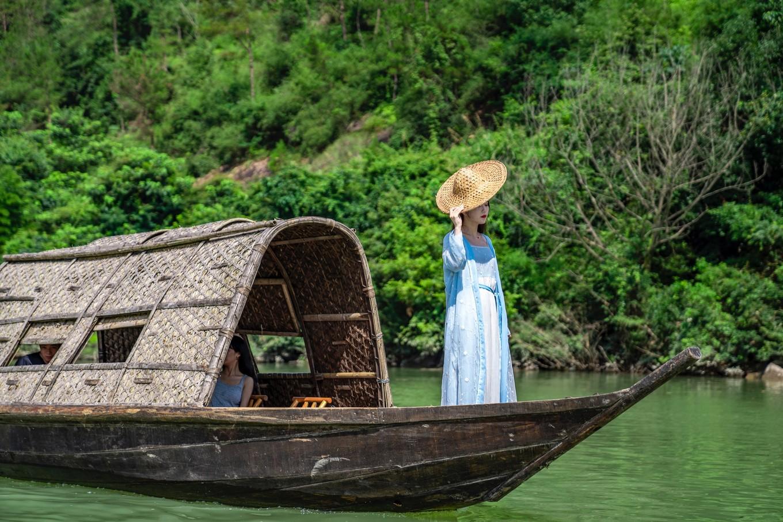 水长而美为永嘉,楠溪江上形似蚱蜢的小船,原来已有上千年的历史