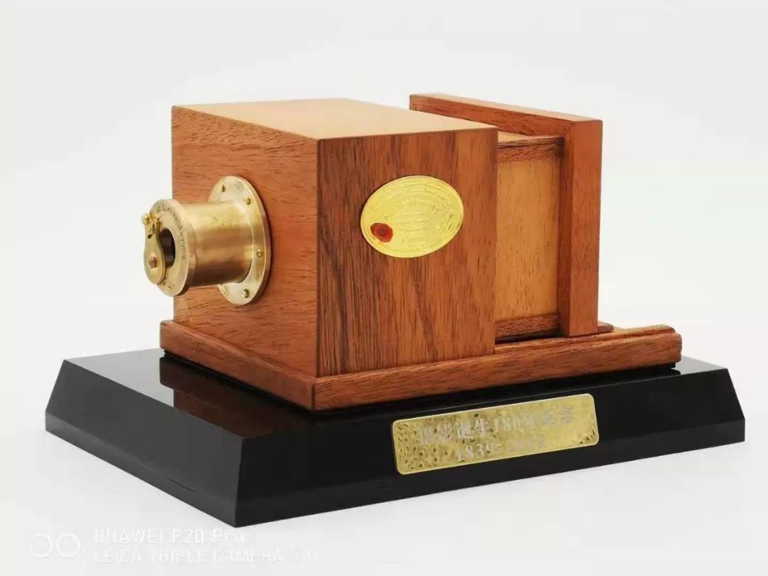 8月18日纪念摄影诞生180周年 李晓磷基卢克斯相机1:4纪念机首发会活动