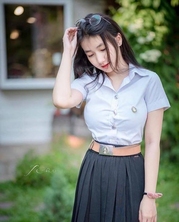 背心下的白嫩皮肤 泰国清纯治愈女大学生美照赏