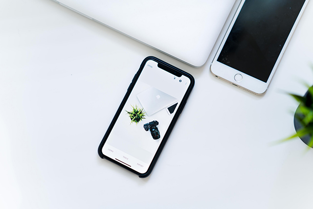 <b>苹果内部曝光!iPhone新专利可取消刘海,疑似定于明年发布</b>