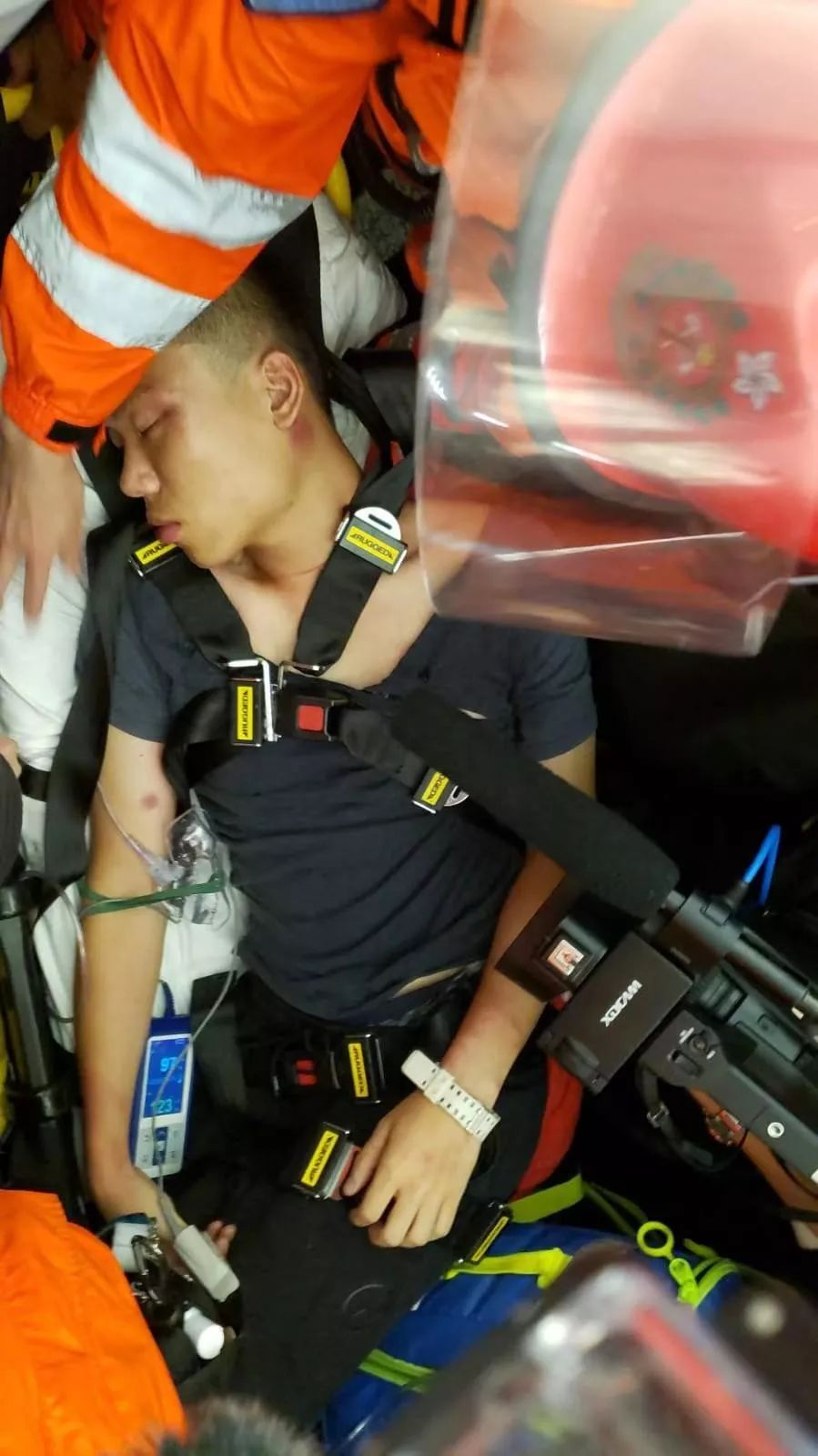 徐露颖说,13日晚,14日凌晨,在香港国际机场发生了骇人听闻的暴力事件