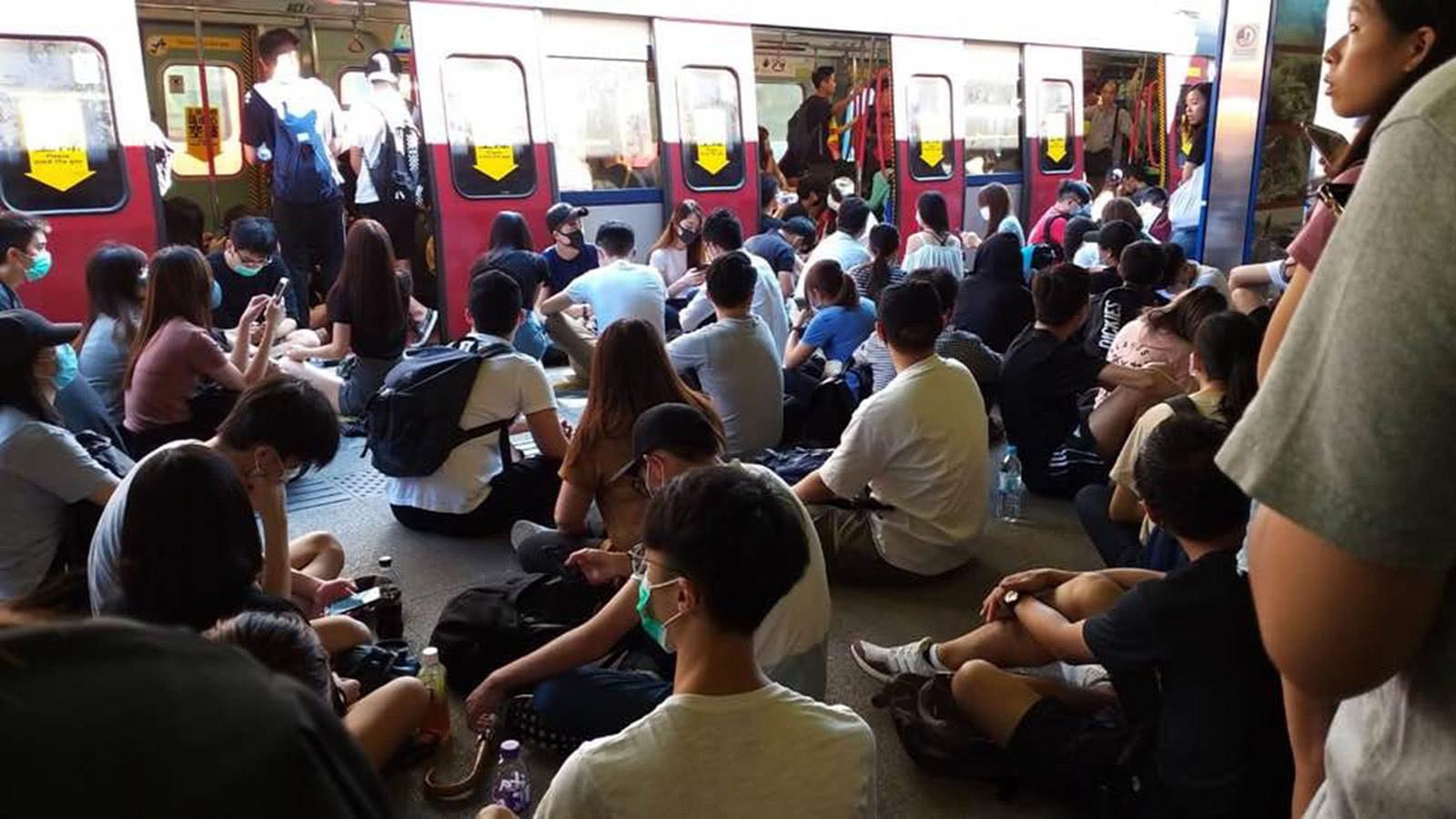 <b>暴动升级,香港大多数不该再沉默</b>