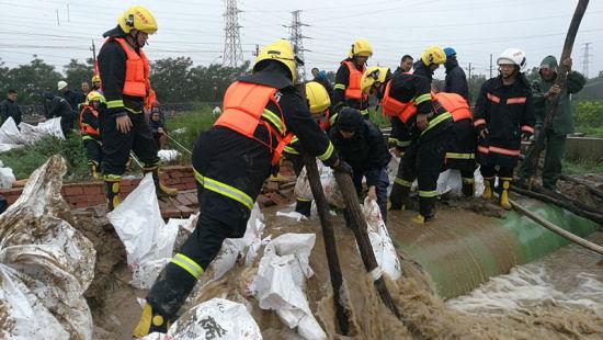 齐鲁石化救援队紧急驰援寿光灾区抗洪抢险