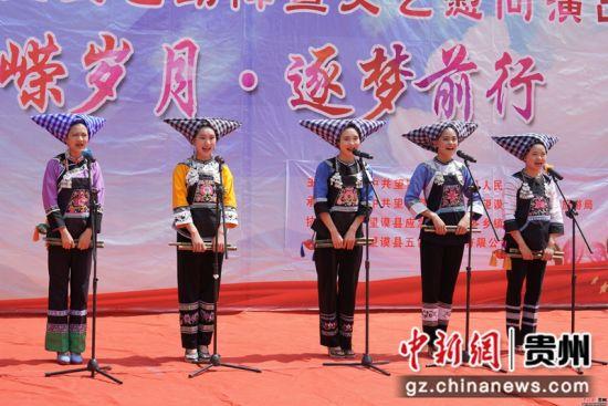 贵州望谟:文化送戏下乡宣传党的政策助力脱贫攻坚