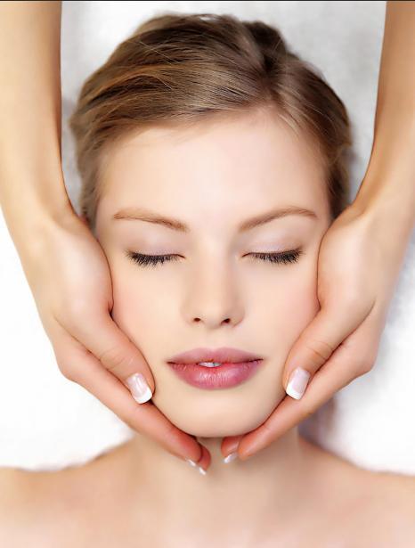 入秋女人如何护肤 如果你四五十岁,学会这样做,肌肤弹润显年轻
