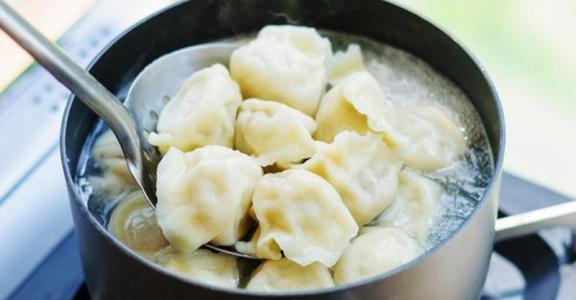 速冻饺子吃多了,当心越吃越胖?用牛奶和面,吃一顿能补钙的饺子