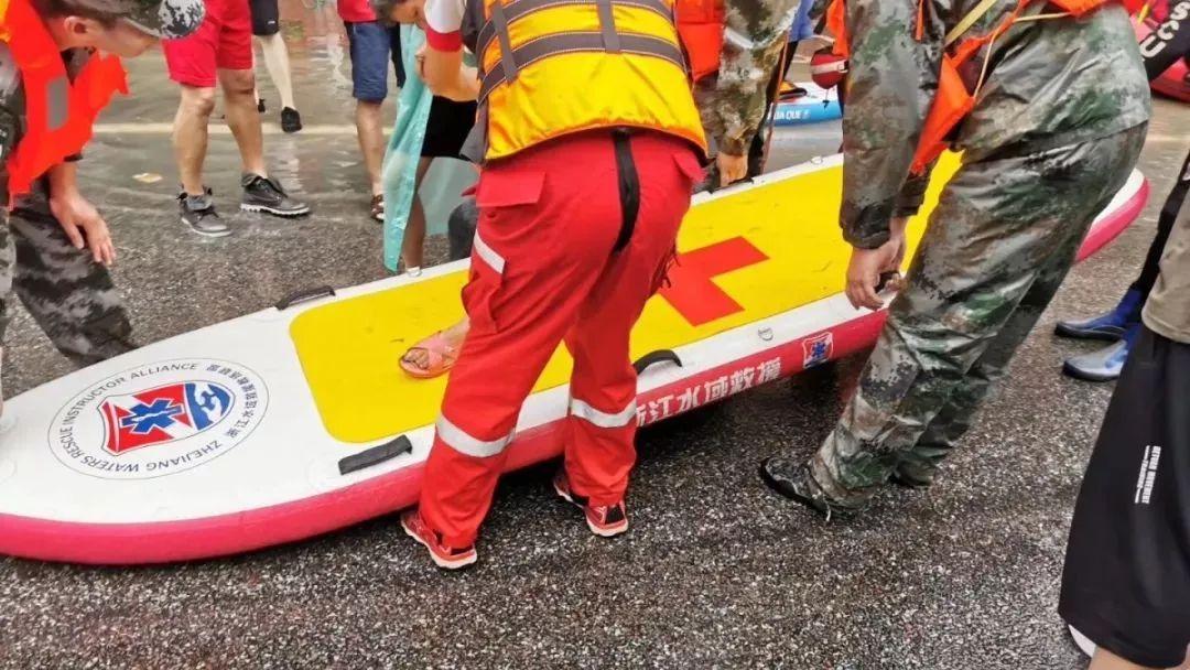 """定海一教师设计的""""桨板""""在临海救援中建功,还上了央视新闻联播!"""