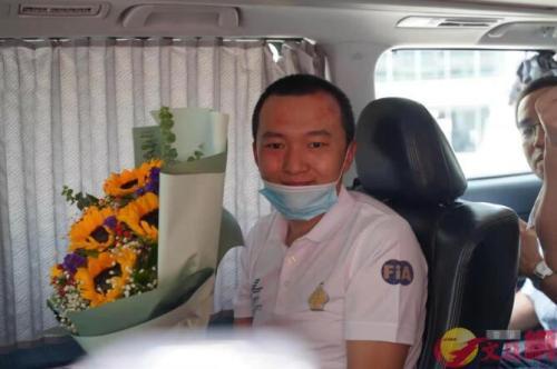 """内地记者遭暴徒殴打已出院 香港市民赞""""好样的"""""""