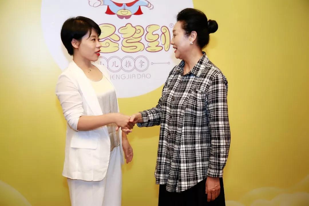 赵小叶女士与王丽云女士图片