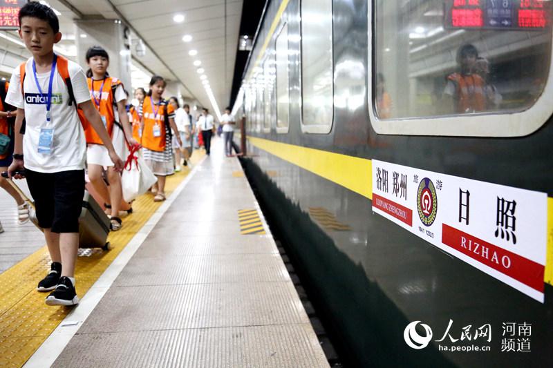 坐着火车去学习 河南首趟研学旅行专列开行_中国