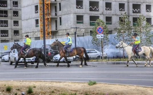 内蒙二连浩特游玩,到处都是蒙古国开来的汽车,看看都开什么车