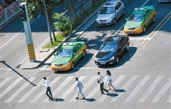 """西安""""車讓人""""新招:重點管理快遞從業人員,建聯合懲戒機制_交通"""