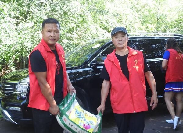 黑龙江省克东县志愿者协会走访慰问贫困户、真情帮扶暖人心