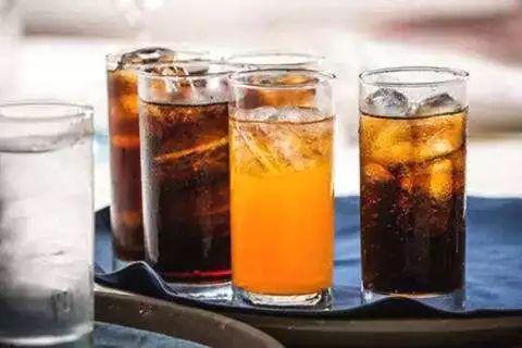 平时大家喝完汽水,尤其是牙齿较为敏感的陛下们肯定感受过一种牙涩涩
