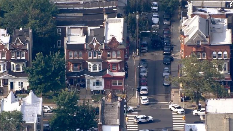 费城枪手被捕!特警队清理枪战现场,数小时枪战噩梦结束