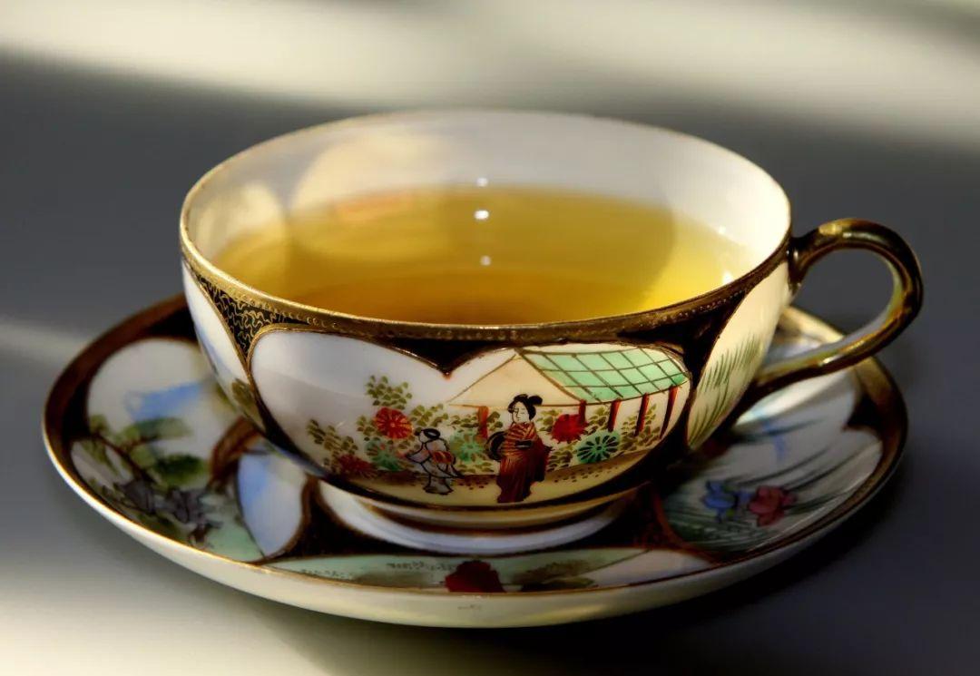 酒逢知己千杯醇,茶遇知音万众香