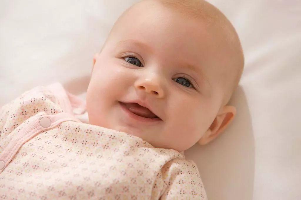 """宝宝有这些表现,可能是肌张力低,引起""""它""""的原因家长可要重视"""