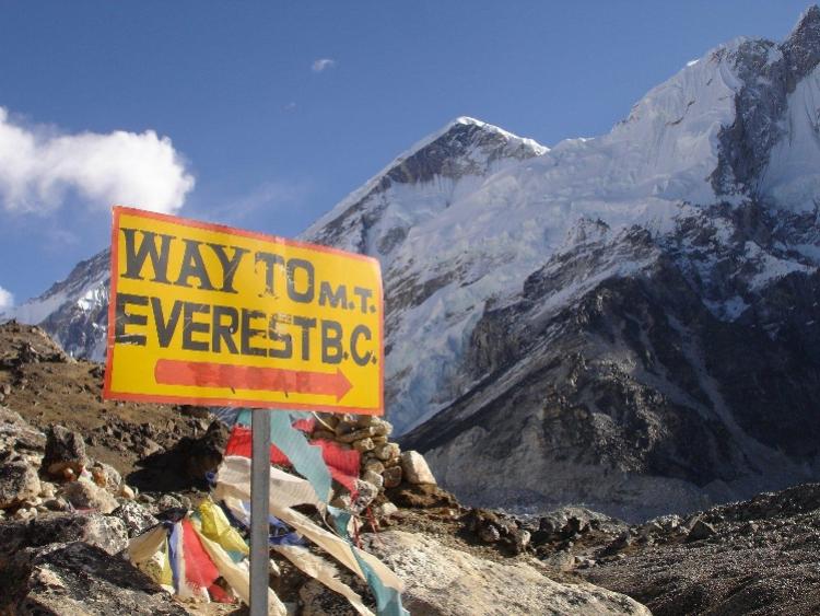 """经历""""致命登山季"""",尼泊尔大幅提价珠峰""""门票"""":3.5万美元"""
