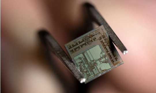"""美国加州大学欧文分校发明""""超5G""""无线收发器 可用于自动驾驶"""